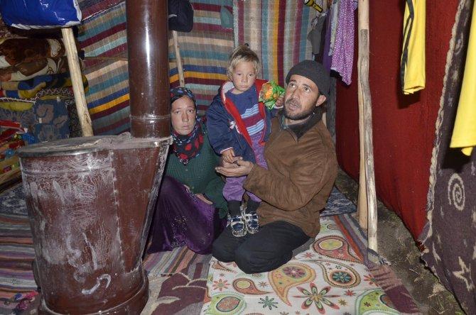 Soğuktan bebekleri donan Suriyeli aile: Isınmak için elbiselerimizi bile yaktık