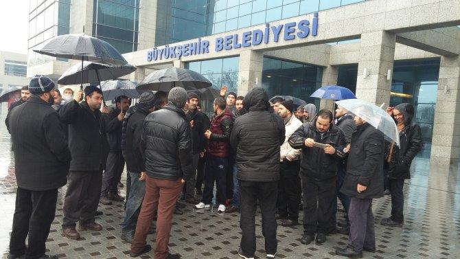 Telefon satıcıları, 'dükkanları boşaltın' diyen Ankara Büyükşehir'e yürüdü