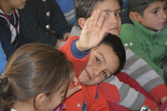 Viranşehir'de Mevsimlik İşçi Çocuklarının Yüzü Güldü