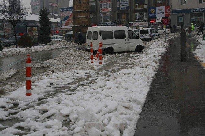 Yozgat'ta Cadde Ve Sokaklar Göle Döndü