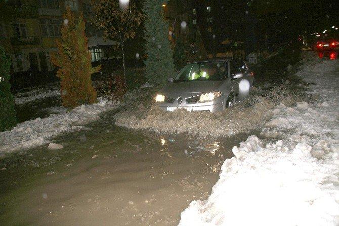 Yozgat'ta Yollar Nehir Oldu Aktı