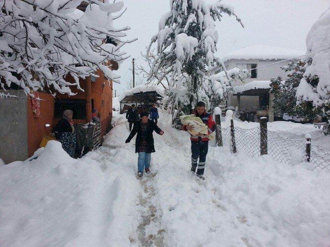 112 Acil Ekipleri Karda Mahsur Kalan Hastaların İmdadına Yetişti