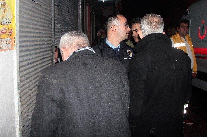 Esnafı Bıçakladığı İddia Edilen Suriyeliler Dükkana Sığındı
