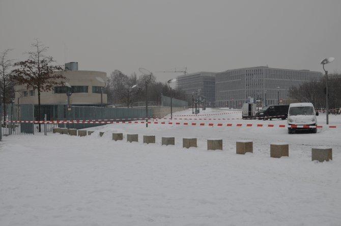 Merkel'in makamı önüne bırakılan kutular boş çıktı