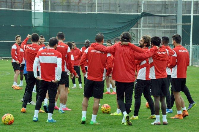 Antalyaspor ikinci yarı hazırlıklarına devam ediyor