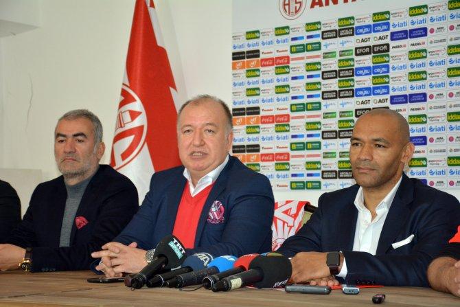 Antalyaspor, Mourinho'nun yardımcısıyla 1,5 yıllık sözleşme imzaladı