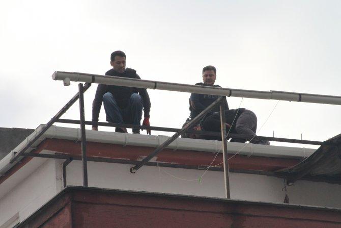 Soyguncular çatı katında yakalandı