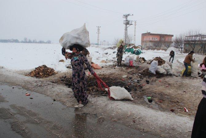Suriyeli ailelere giyim ve yakacak yardımı yapıldı
