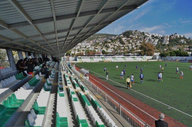 Liseli Gençler Futbol Turnuvasında Ter Döküyor