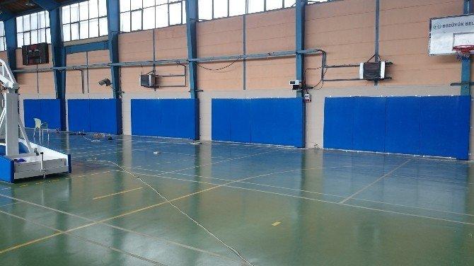 Kapalı Spor Salonu'nun Duvarları Artık Daha Güvenli