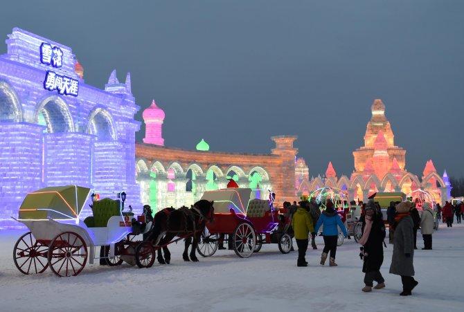 Buz Festivali'ndeki eserler görenleri büyülüyor