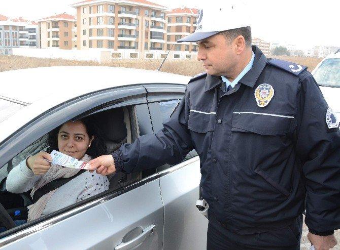 Trafik Polisleri Sürücüleri Zorlu Kış Şartlarına Karşı Uyardı