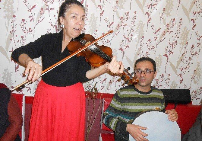 Eskişehirli Sanatçılardan Pide Salonunda ''Şiir Ve Musiki'' Dinletisi