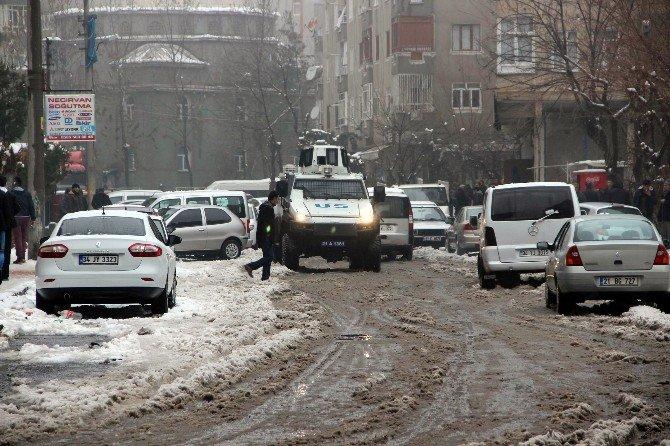 Diyarbakır'da İzinsiz Yürüyüşe Polis Müdahalesi