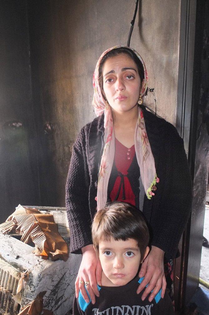 Hakkari'nin köyünde yardımla yaptığı ev yangında kullanılamaz hale geldi