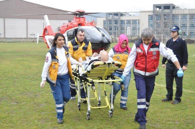 Kalp Krizi Geçiren Yaşlı Adam Hava Ambulansıyla Sevk Edildi