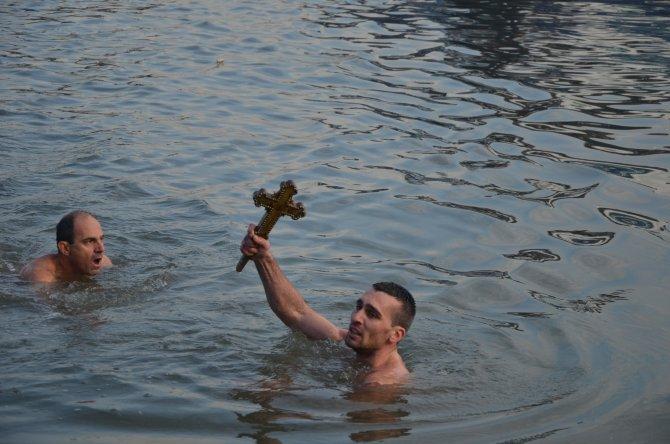 Balat'ta denizden haç çıkarma töreni