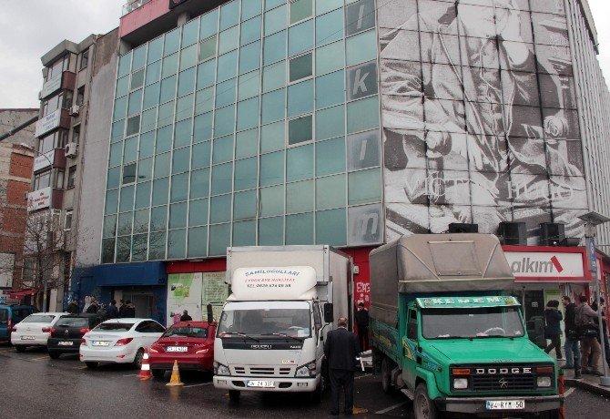 Taraf Gazetesi Haciz Memurları Eşliğinde Tahliye Edildi