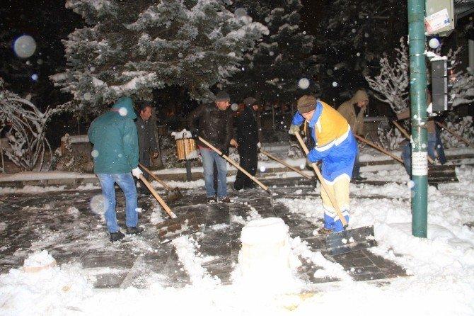 Erzincan Belediyesi'den 24 Saat Kar Mesaisi