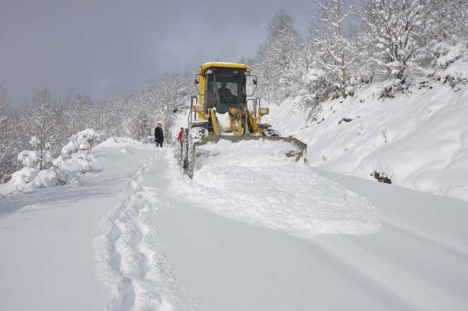 Hızla erimeye başlayan karlara karşı sel uyarısı yapıldı