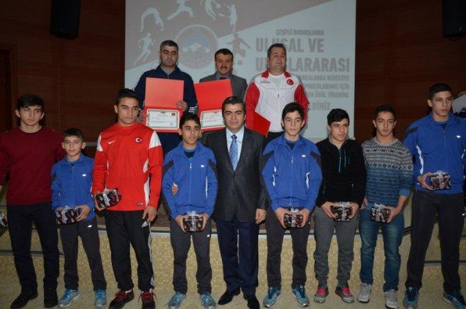 Başarılı 72 sporcu ödüllendirildi