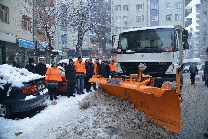 Diyarbakır Büyükşehir Belediyesi, Kar Temizleme Çalışmalarına Devam Ediyor