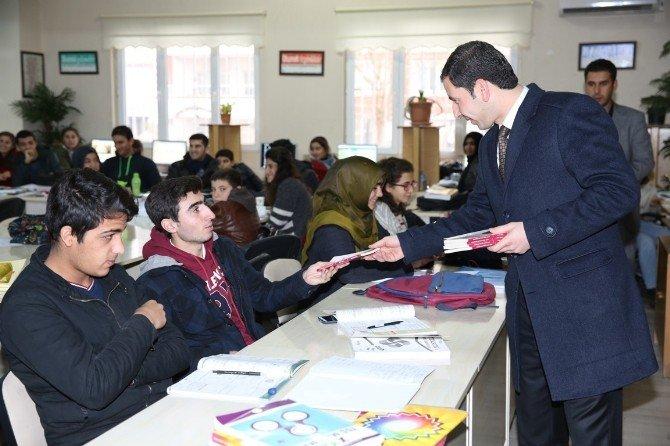 Baydilli, Kütüphaneyi Ziyaret Edip Öğrencilerle Sohbet Etti