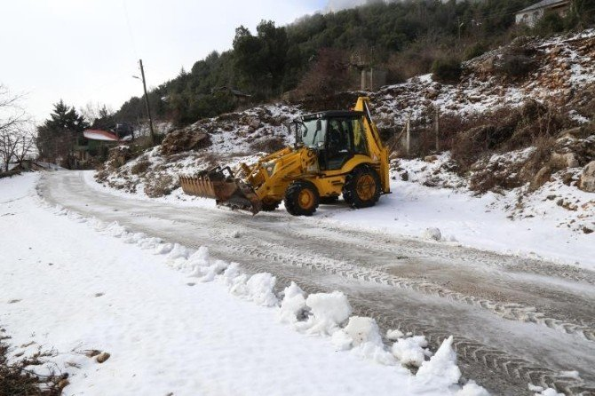 Mezitli Belediyesi Karla Mücadele Çalışmalarına Başladı