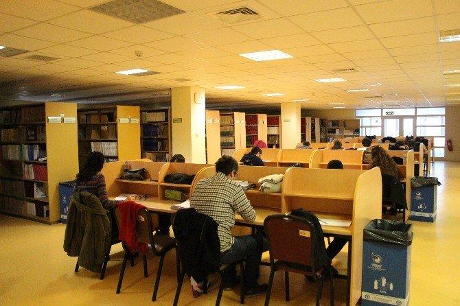 OMÜ Kütüphanesine Yoğun İlgi