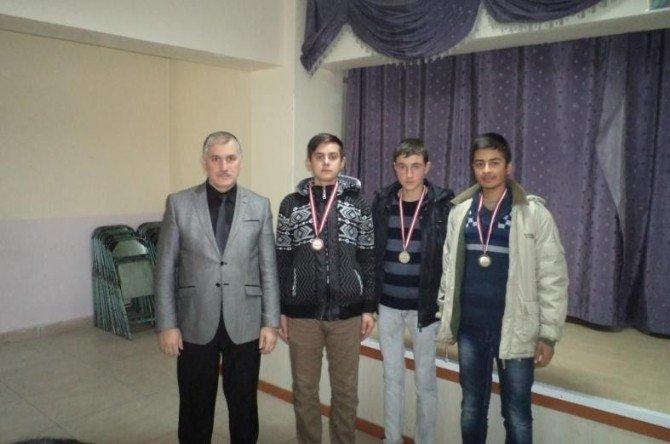 Sandıklı'da Hızlı Satranç Turnuvası Düzenlendi