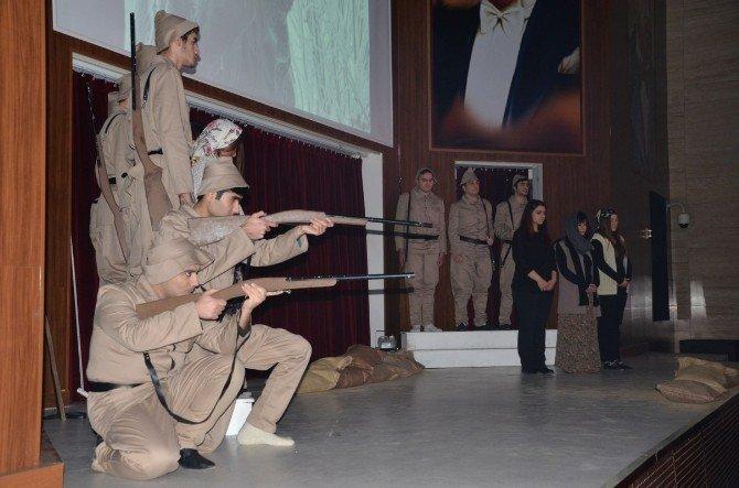 """""""Sarıkamış"""" Tiyatro Oyunu Namık Kemal Üniversitesi'nde Sahnelendi"""