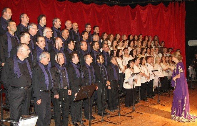 İzmir'de Barış Manço Şarkılarla Anıldı