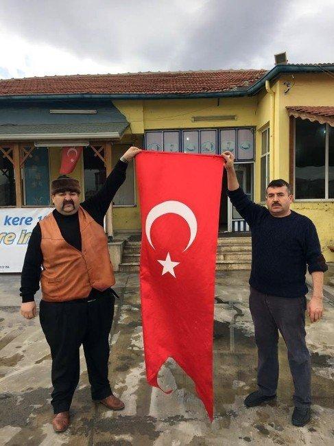 Şehit Emet İçin Her Yere Türk Bayrağı Asıldı