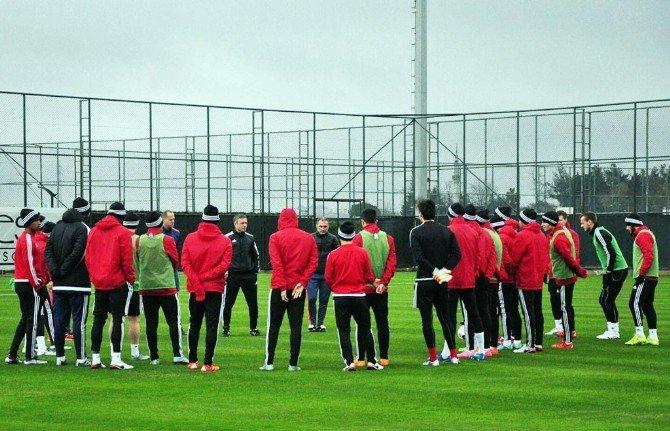 Antalya Kampında Teknik Heyetler Maç Yaptı