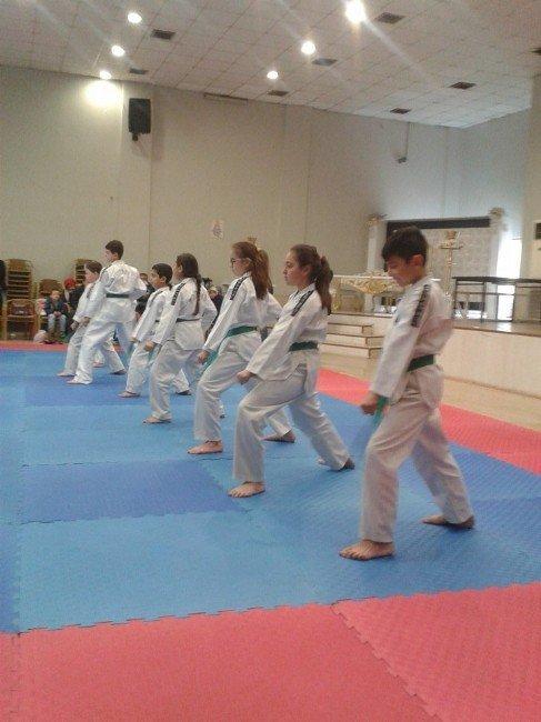 Soma'da Taekwondocuların Kuşak Terfi Heyecanı