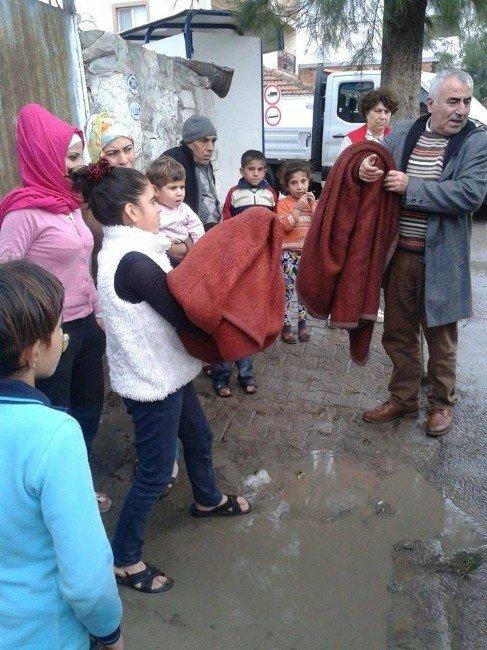 Kızılay Foça Şubesinden Suriyeli Mültecilere Yardım Eli