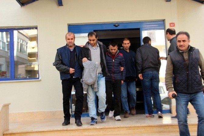 Çaldıkları Tekne Motorlarını Mülteci Kaçakçılarına Sattıkları İddia Edilen Şebekeye Darbe