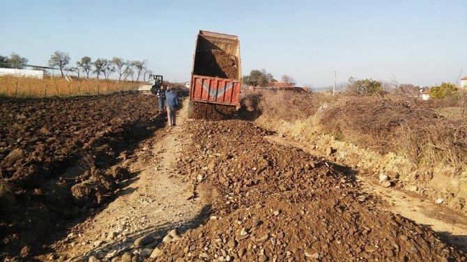 Burhaniye'de Börezli Ve Dutluca'da Arazi Yolları Düzenleniyor