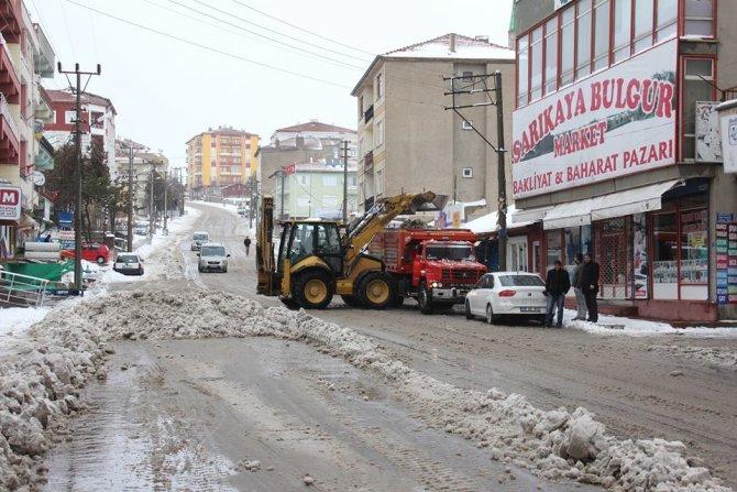 Sarıkaya'da kar temizleme çalışması devam ediyor