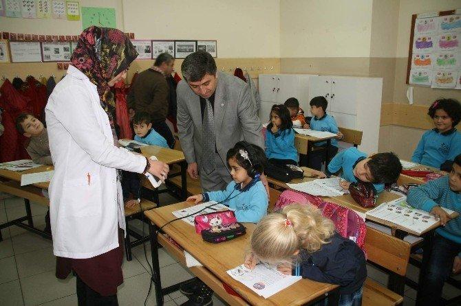 Yozgat Halk Sağlığı Müdürlüğü İlkokul Birinci Sınıf Öğrencilerini İşitme Testinden Geçiriyor