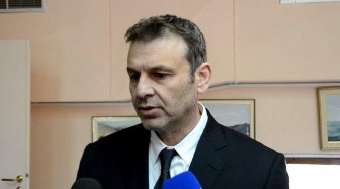 'Sanatçı' Belediye Başkanı: Çipras gemi gönderip göçmenleri aldırsın