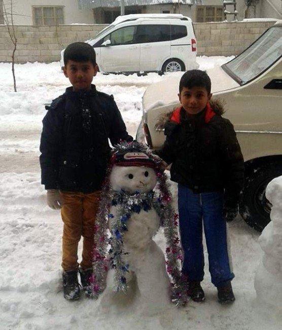 Gölbaşı'nda Çocukların Kardan Adam Keyfi