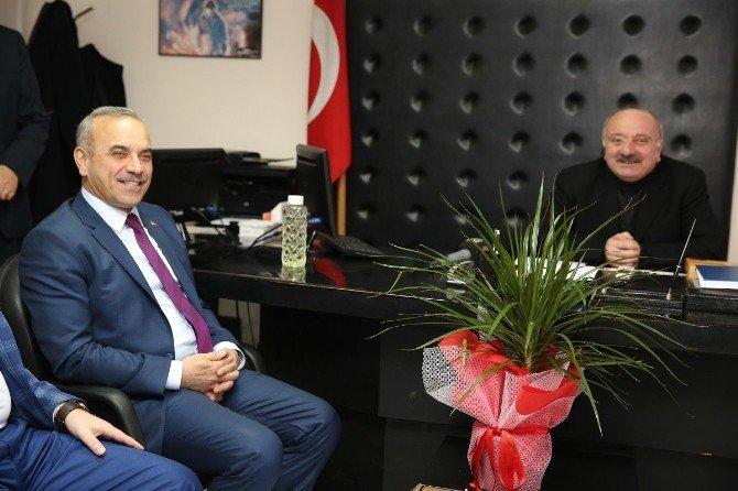 AK Partili Başkandan CHP'ye Ziyaret