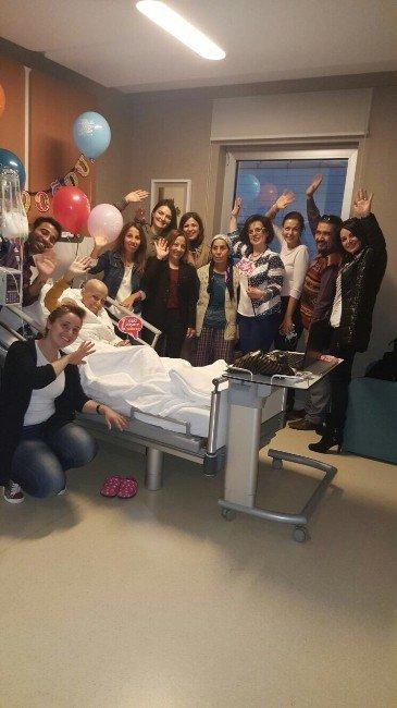 Kansere Yenik Düşen Tıbbi Sekreter Duvağı İle Uğurlandı