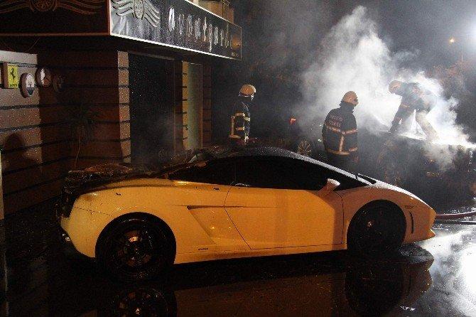 Antalya'da Oto Galeride Yangın