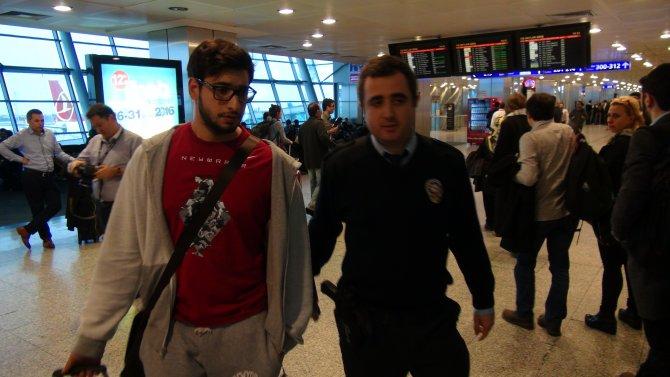 Polis, dış hatlarda İzmir yolcusu aradı
