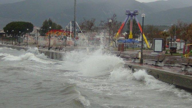 Şiddetli yağmur ve lodos etkili oldu