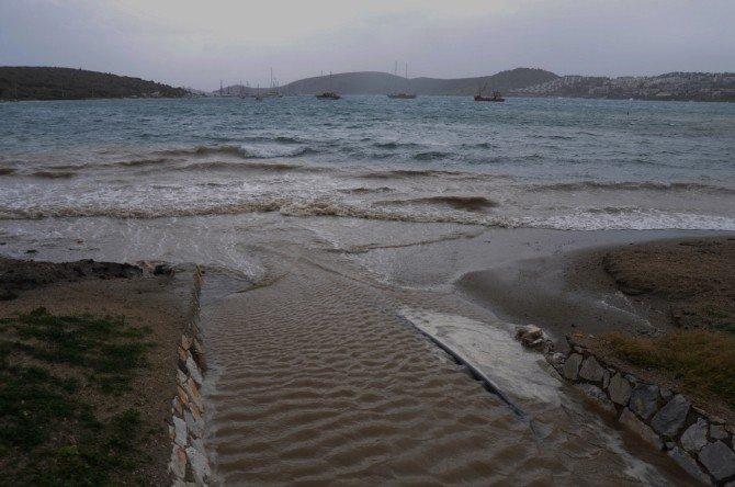 Dereler Ters Aktı, Deniz Trafiği Durdu