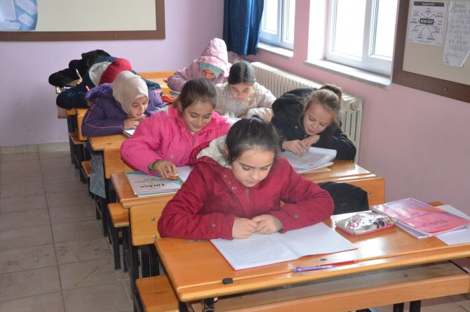 Öğrencilerin okul çilesi; Elektrik, ısıtma, su yok