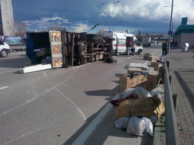 Lastikleri fırlayan kamyon Bursa trafiğini kilitledi